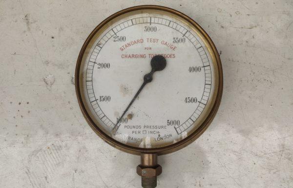 Torpedo pressure gauge