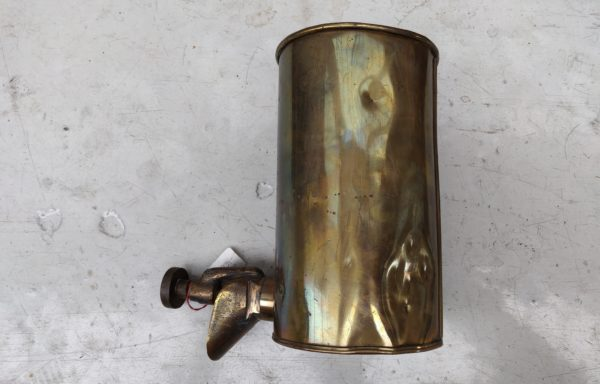 Oil can with tap