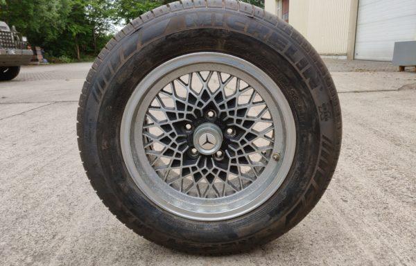"""15"""" Mercedes-Benz Band (255x60x15R M+S) en velg (KBA 40604)"""